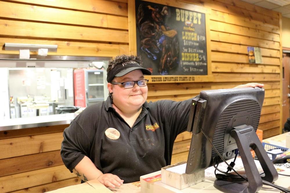 Kristin at Pizza Ranch www.usathroughoureyes.com