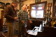 Jeff Vincent shows his player piano. www.usathroughoureyes.com